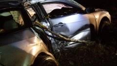 Samochód osobowy uderzył w drzewo. Wypadek w miejscowości Lichnowy.