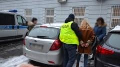 Pół miliona złotych skradzione z sejfu starszego mężczyzny. 57-letnia opiekunka zatrzymana za kradzież.