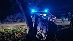 Lichnowy/ Nowy Staw: Auto wpadło do rowu. 17-letni kierowca pod wpływem alkoholu