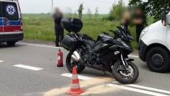 DK22. Jedna osoba trafiła do szpitala po zderzeniu motocykla z autem.