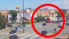 Rozkojarzenie przyczyną pomyłki kierowcy na skrzyżowaniu w Malborku?