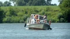 Pętla Żuławska. Jacht osiadł na mieliźnie – załoga musiała poradzić sobie z problemem sama.