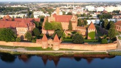 Ile osób pracuje w Muzeum Zamkowym w Malborku? – pyta mieszkanka.