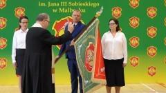 Malbork. Uroczystość nadania sztandaru Szkole Podstawowej nr 1.