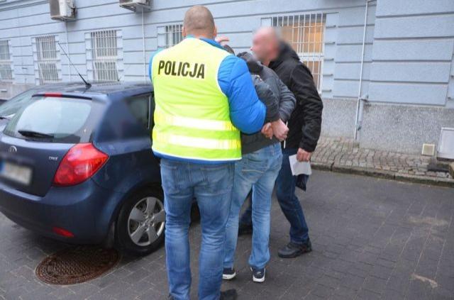 Włamał się do mieszkania, ukradł samochód i spowodował kolizję. 36-latek w rękach policji.