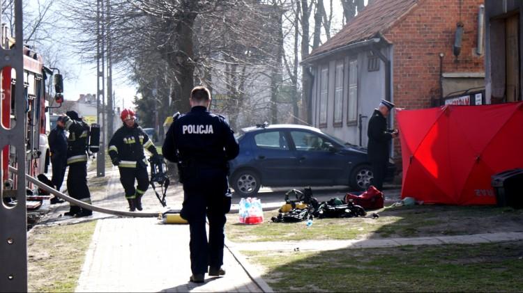 Tragiczny bilans pożaru przy Armii Krajowej. Lekarz stwierdził zgon trzech mężczyzn.