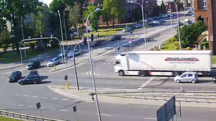 Na czerwonym świetle wjechała na skrzyżowanie w Malborku.