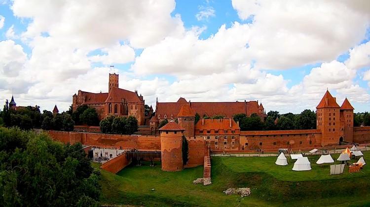 Oblężenie Malborka - pełny program. Zobacz Zamek na kamerach pogodowych Telewizji Malbork
