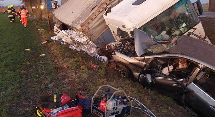 AKTUALIZACJA: Wypadek na DK 22 samochodu osobowego (Mercedes) z ciężarowym